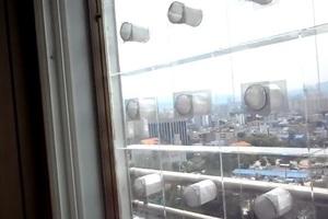 Hi-tech παράθυρο μπλοκάρει τους εξωτερικούς θορύβους