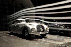 Η ιστορία της Mercedes στο διαδίκτυο