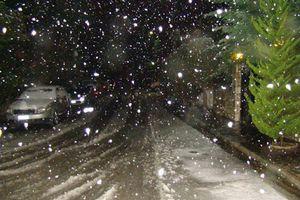 Χιονίζει στα ορεινά της Αττικής