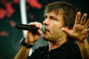 Με καρκίνο ο frontman των Iron Maiden