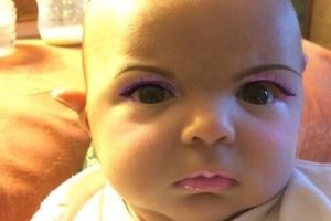 Μητέρα «έβαλε» make up στο νεογέννητο γιο της