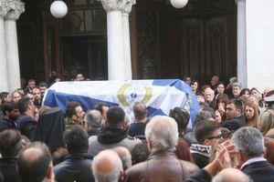 Βαρύ το κλίμα στην κηδεία του Μάκη Γκαλιμάνη