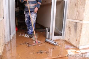 Εικόνες καταστροφής από τις πλημμύρες στη Μάνδρα