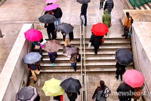 Εικόνες από τη νεροποντή στο κέντρο της Αθήνας