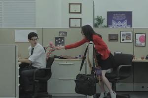 Τα στάδια του φλερτ στο γραφείο