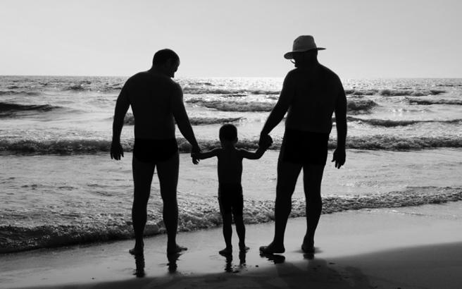 Ζευγάρι ομοφυλόφιλων στη Ρωσία υιοθέτησαν δυο παιδιά από… αμέλεια