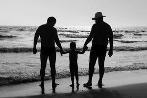 Διάσημοι με γκέι γονείς