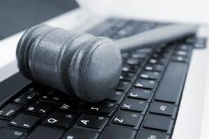 Η Wikipedia μηνύει την NSA