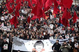 Εκτοξευτήρες νερού κατά διαδηλωτών στην Τουρκία