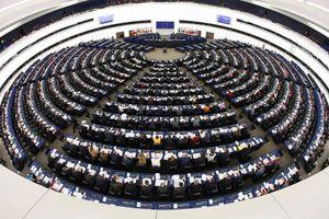 Χειροκροτήματα στο Ευρωκοινοβούλιο για τη συμφωνία Ελλάδας-ΠΓΔΜ