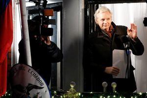 Το Λονδίνο θα συλλάβει τον Ασάνζ αν βγει από την πρεσβεία
