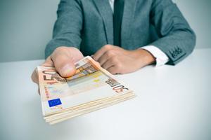Εξαπάτησαν φίλο τους και του πήραν 66.500 ευρώ