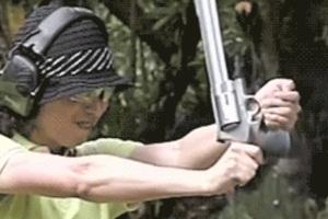Κάποια όπλα δεν είναι φτιαγμένα για γυναίκες