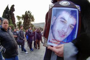 Σοκάρουν τα βασανιστήρια και οι εξευτελισμοί κατά του Βαγγέλη Γιακουμάκη