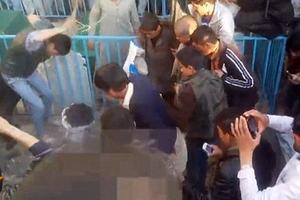 Εννιά συλλήψεις για το λιντσάρισμα της γυναίκας που έκαψε το Κοράνι
