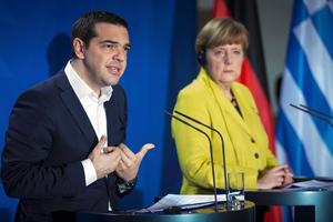 Handelsblatt: Ο Τσίπρας ελπίζει στη βοήθεια της Μέρκελ
