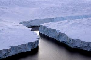 Το «ταξίδι» ενός παγόβουνου-γίγας…