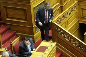 Σε θέση μάχης για την έκτακτη συνεδρίαση στη Βουλή