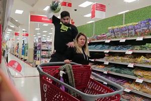 Πώς να σπάσεις τα νεύρα της γυναίκας σου στο super market