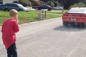 Έδεσε το δόντι του γιου του στο αυτοκίνητο και γκάζωσε...