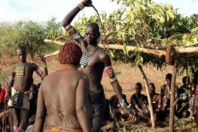 νεαρά γυμνά κορίτσια της Αφρικής