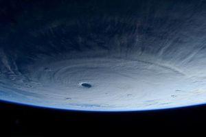 Πώς φαίνεται ένας φονικός τυφώνας από το διάστημα