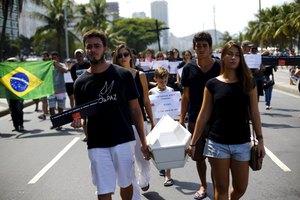 Η Βραζιλία πενθεί το θάνατο 10χρονου από αδέσποτη σφαίρα