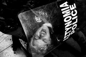 Η Ελλάδα της κρίσης μέσα από σκληρές φωτογραφίες