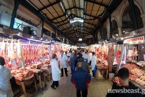 Ουρές για δωρεάν κρέατα από τις κύριες της Βαρβακείου