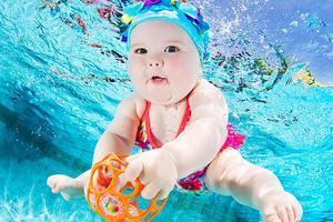 Μωρά κάτω από το νερό