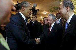 Η πρώτη φωτογραφία και η χειραψία Ομπάμα-Κάστρο