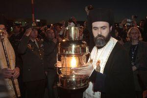 Με τιμές αρχηγού κράτους το Άγιο Φως στην Αθήνα