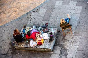 Η καθημερινότητα σε ένα παγκάκι