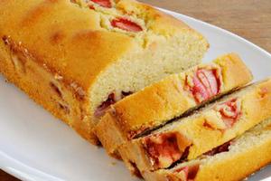 Κέικ βανίλιας με φράουλες