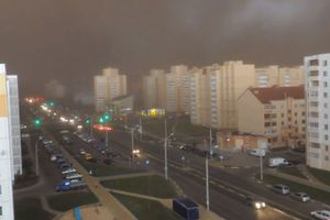 Καταιγίδα έκανε την ημέρα νύχτα στη Λευκορωσία