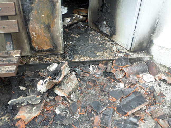 Στις φλόγες τζαμί στην Κομοτηνή