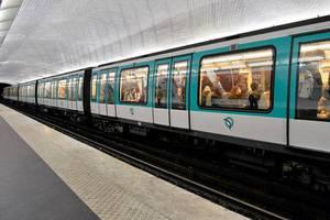 Επίθεση με οξύ μέσα στο μετρό του Παρισιού