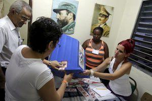 Εκλογές με συμμετοχή… αντιπολιτευόμενων στην Κούβα