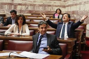 Χάος στη Βουλή για την Πράξη Νομοθετικού Περιεχομένου