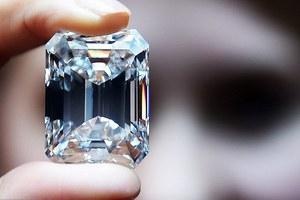 Σε τρία λεπτά πουλήθηκε διαμάντι 100 καρατίων