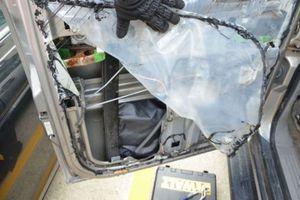 Τι έκρυβε η πόρτα του αυτοκινήτου