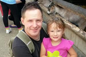 Σκότωσε στο ξύλο την 4χρονη κόρη του!