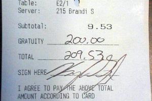 Για γεύμα δέκα δολαρίων άφησε πουρμπουάρ... διακόσια!
