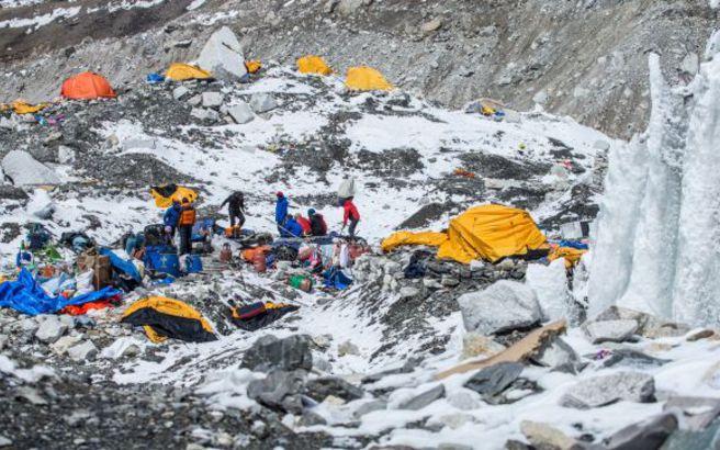 Ακόμα δύο ορειβάτες έχασαν τη ζωή τους στο Έβερεστ
