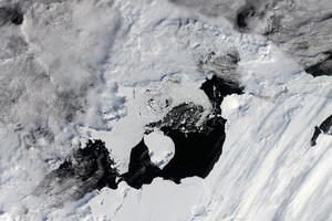 Η NASA κατέγραψε τη γέννηση ενός παγόβουνου