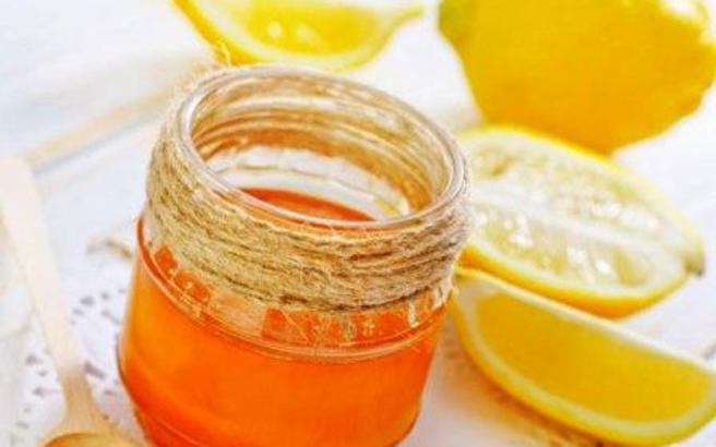 Μέλι και λεμόνι για την ακμή