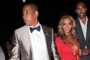 Σέξι μέσα στα κόκκινα η Beyonce