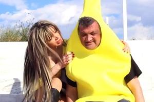 Ο αδερφός του Άδωνι έγινε μπανάνα... για την Πέπη