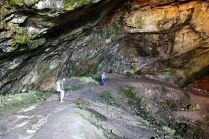 Η σπηλιά του Νταβέλη και τα μυστικά της νοτιοδυτικής πλευράς του Πεντελικού