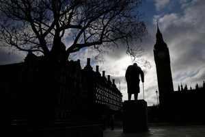 Έκθεση κάνει λόγο για «στρατιές» Βρετανών που πεινούν